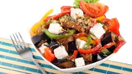 سلطة الباذنجان المشوي مع جبن الفيتا Recipe Salad Recipes Eggplant Salad Salad