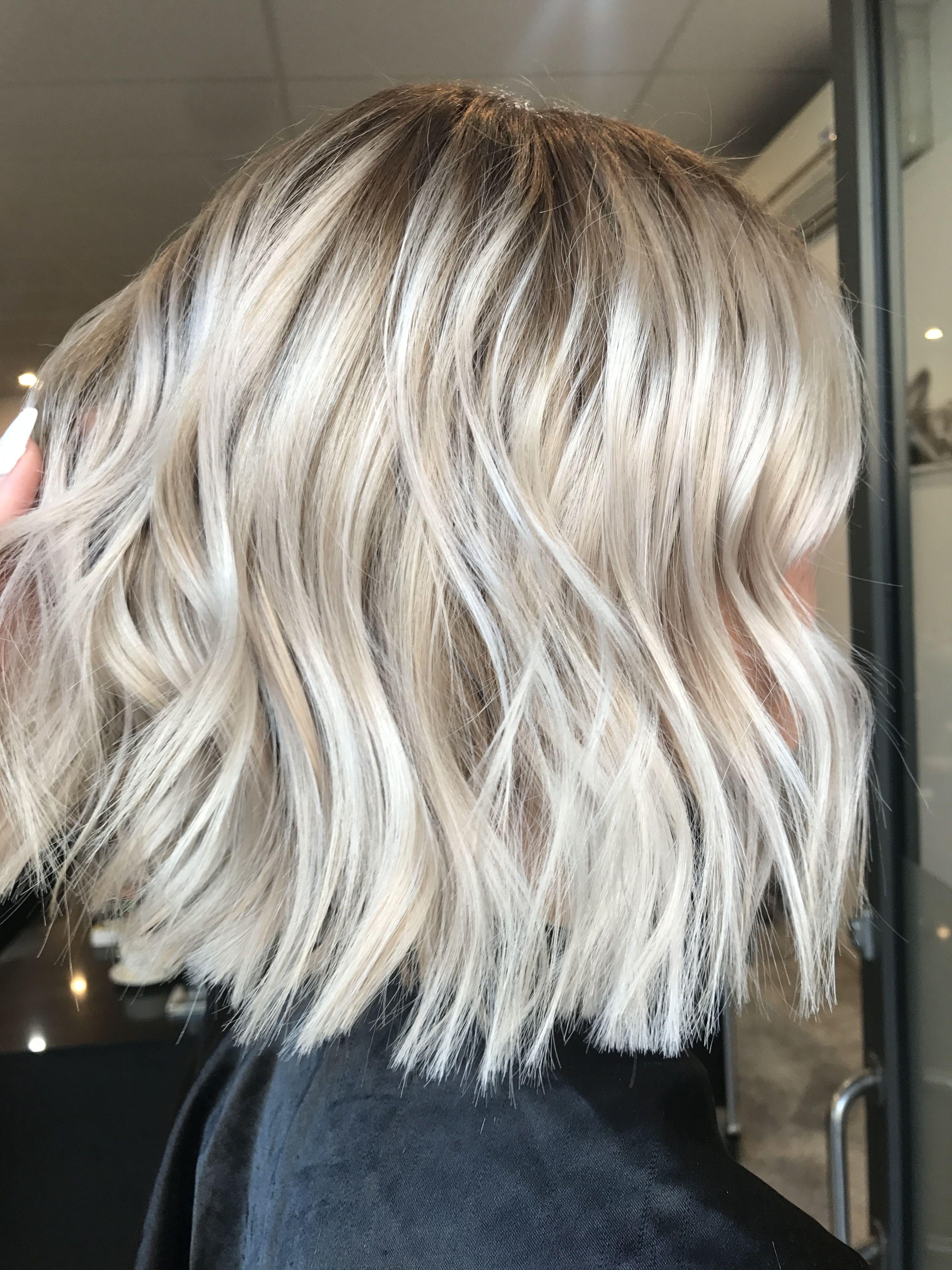 Blonde Balayage Long Hair Cool Girl Hair Lived In Hair Colour Blonde Bronde Brunette Golden Tones Balayage Hair Blonde Long Hair Styles Balayage Long Hair