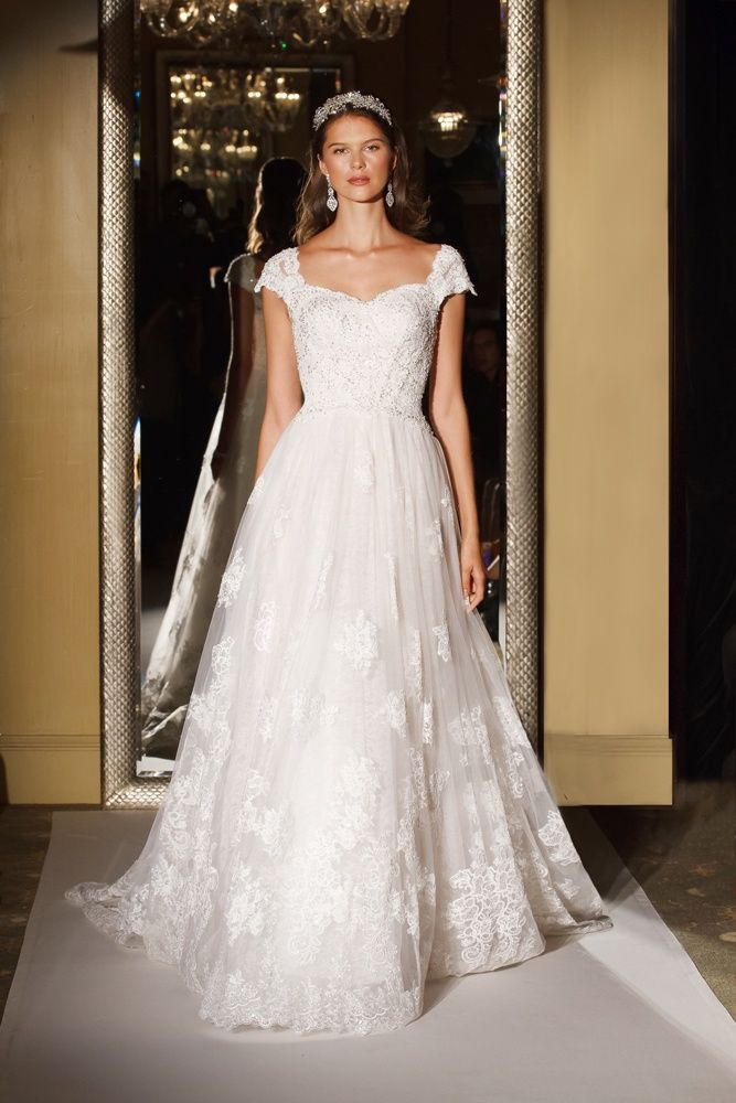 Oleg Cassini Davids Bridal Wedding Dress Lace Ball Gown Applique