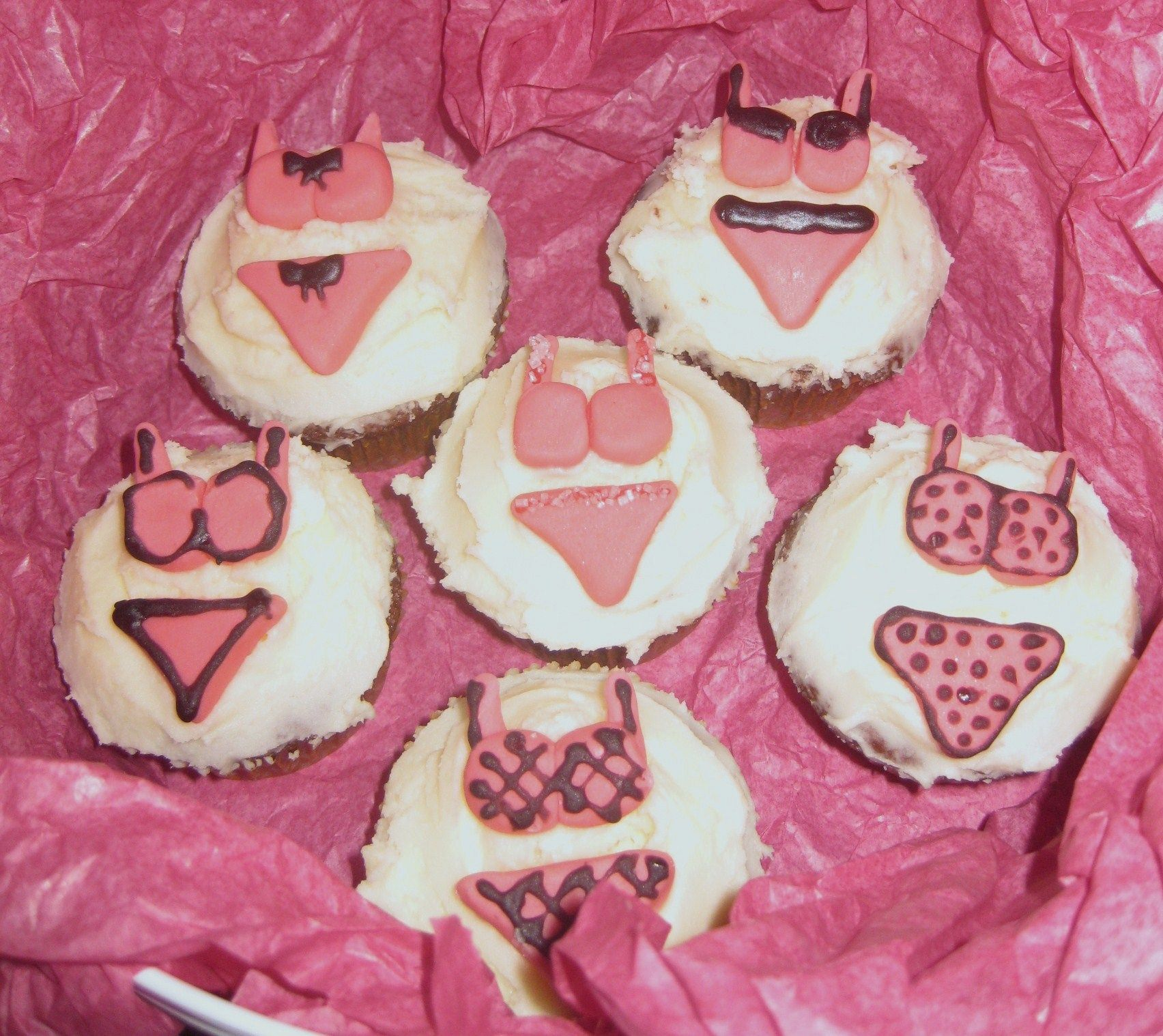 A few hen party cupcakes for a lovely bride-to-be.