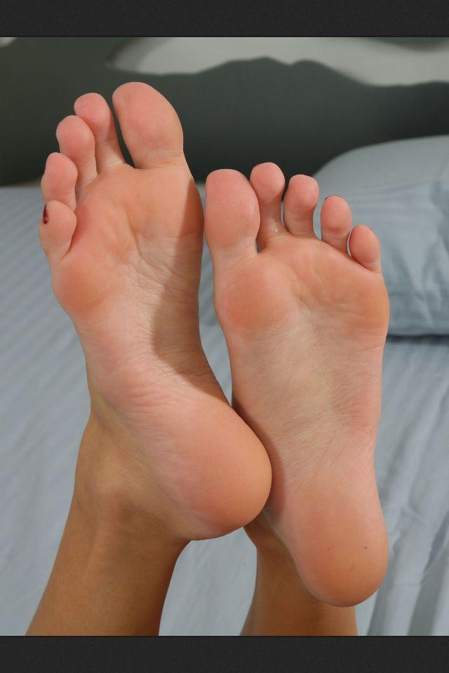 Sexiest feet adn toe ever seen 3