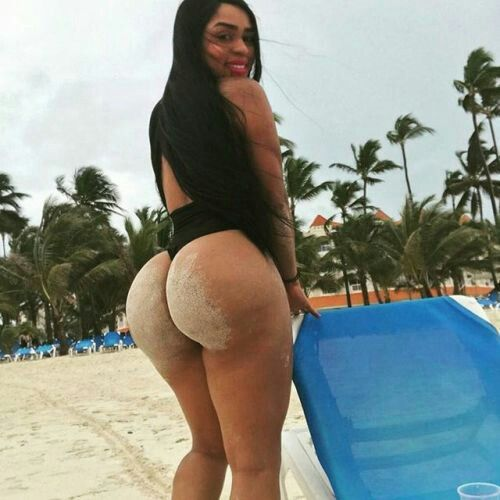 Afro Colombian Girl At The Beach With Huge Booty