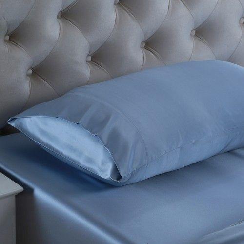 Hell Blau, Seidene Kissenbezüge sind in der Lage, Falten und Haarproblemen vorzubeugen, denn 100%ige #Maulbeerseide ist reich an Protein, um den Kreislauf der Hautzellen zu fördern. Wir bieten Ihnen die #besten, #weichsten, #sanftesten Kissenbezüge aus Maulbeerseide, um Ihnen jede Nacht einen angenehmen Schlaf zu ermöglichen. Von https://www.oosilk.com/de/19mm-silk-pillowcase-housewife-c.html