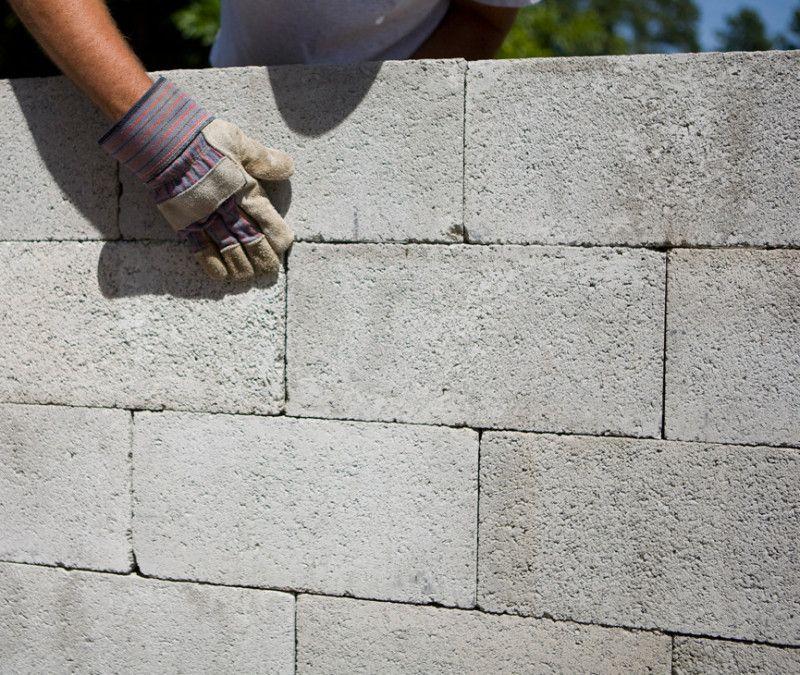 Build A Mortarless Block Wall Concrete Block Walls Block Wall Concrete Blocks