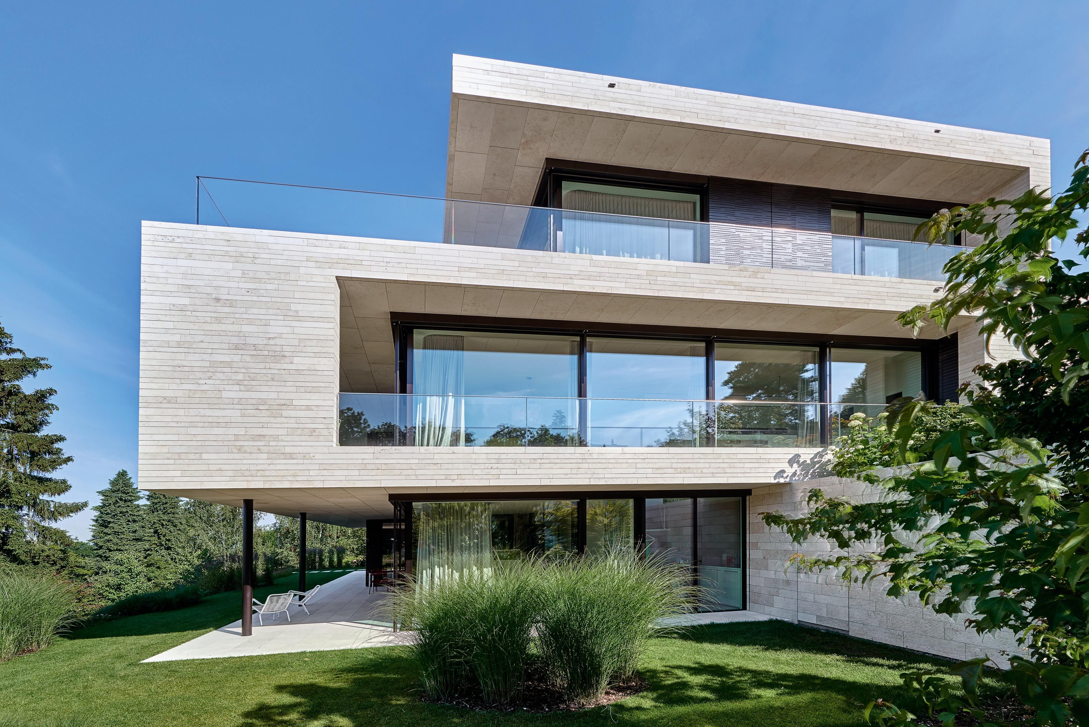 http://www.swiss-architects.com/de/breitenstein/projekte-3/stadtvilla-51896