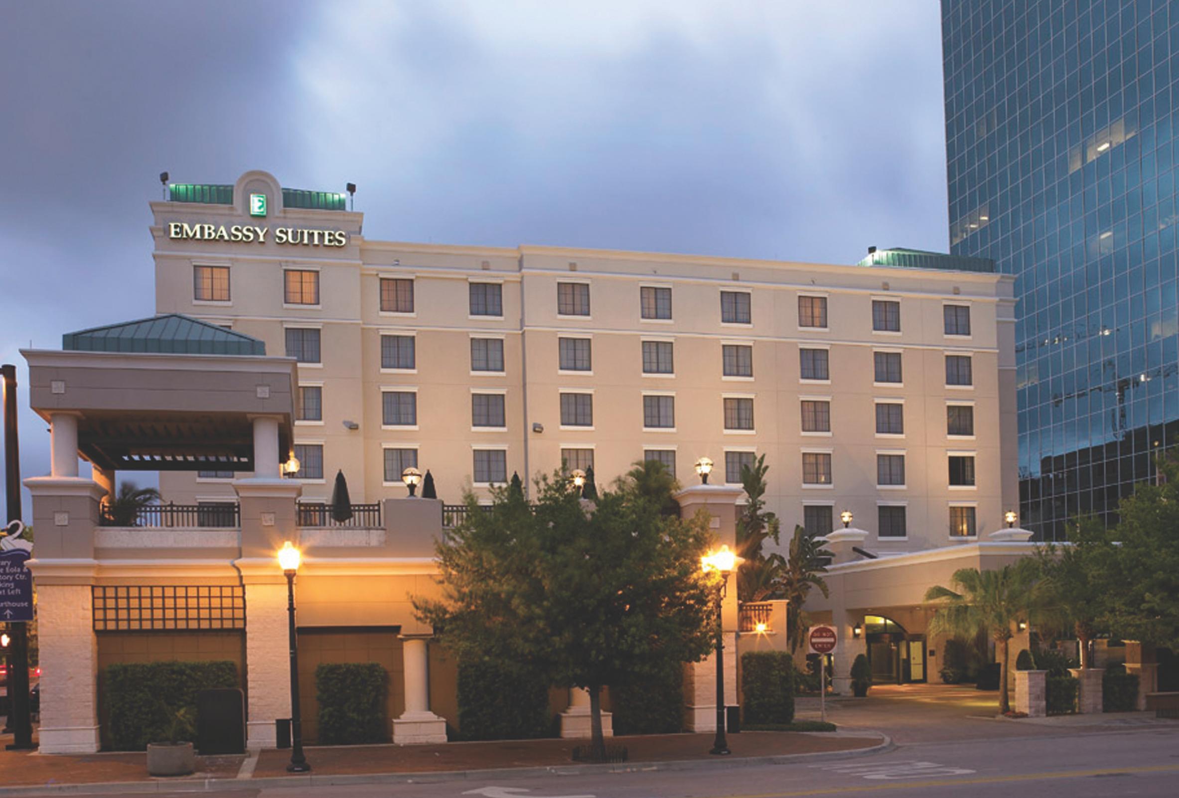 Embassy Suites Orlando Downtown Http Embassysuites3 Hilton Com En Hotels Florida Embassy Suites Orlando D Florida Hotels Autumn Destinations Embassy Suites