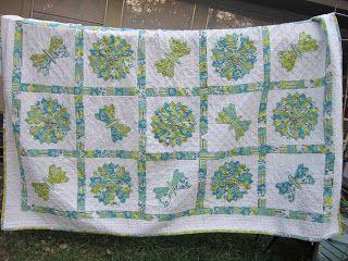 Missy's Homemaking Adventures:  Dresden Plate Quilt