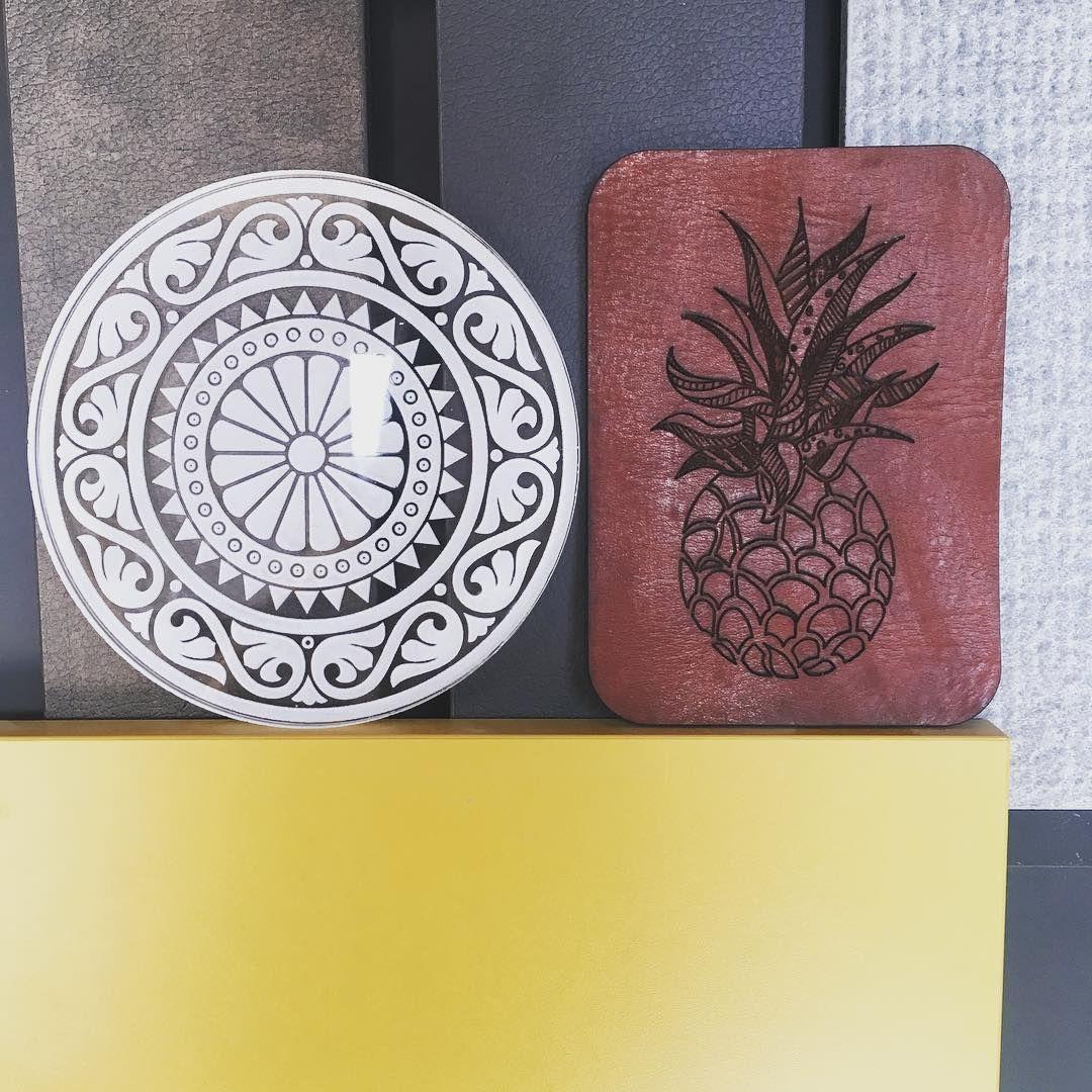 #verschillende #materialen #hpl #okergeel #leer #acrylaat #perspex #engraved…
