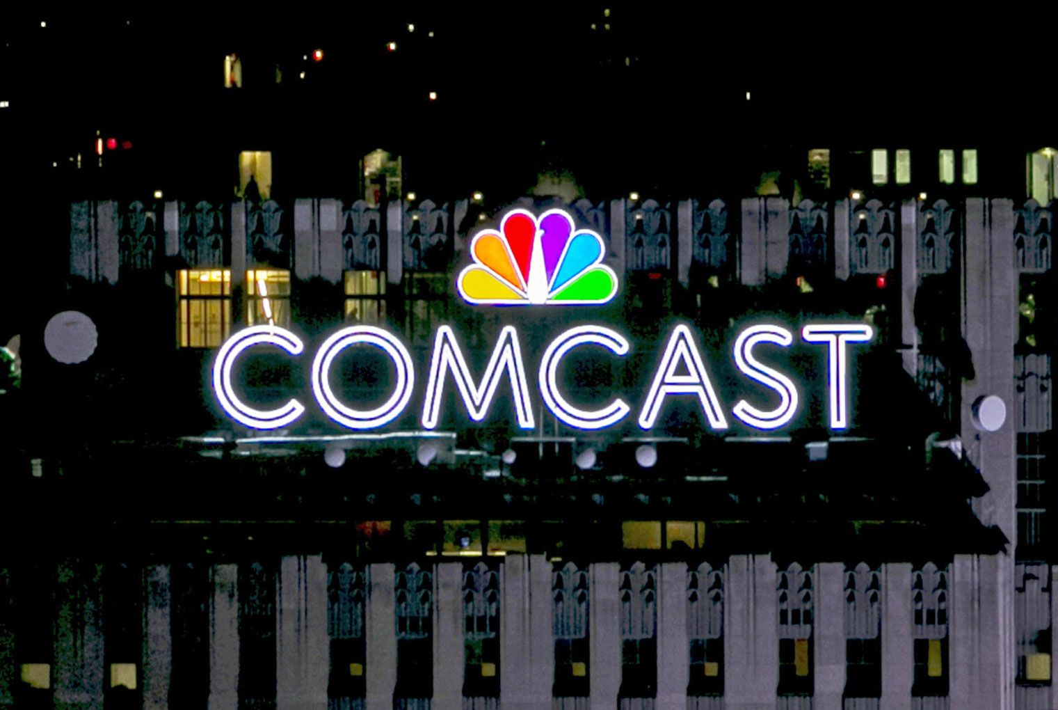Comcast and Charter partner to push into wireless service