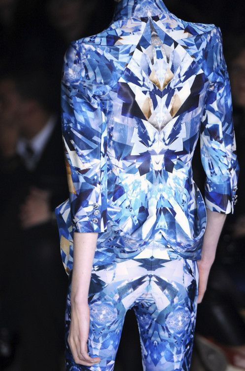 Alexander Mcqueen Digital print - like the symmetry and composition of colours