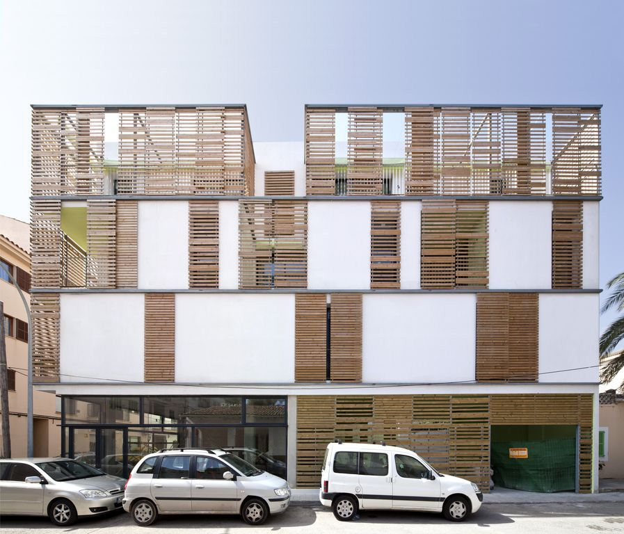Latticework Apartment Block / like the combination of lattice and white also the base