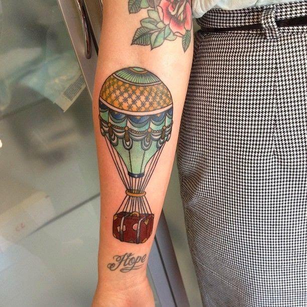 Idees Tattoo Les Montgolfieres Avec Images Tatouage Avant
