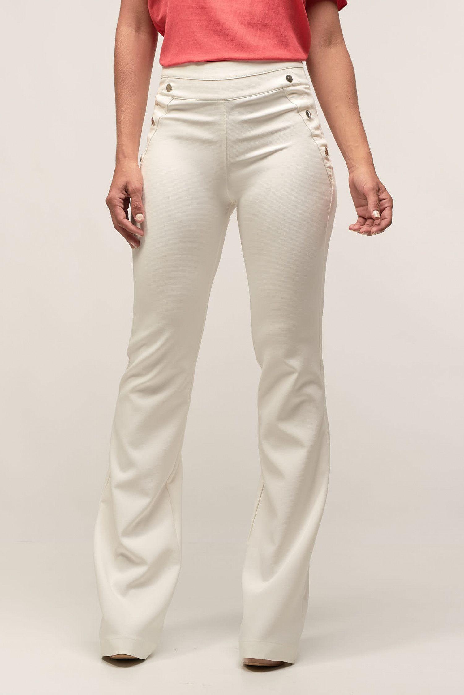 cd14da969 Calça Flare Harrison Off White - SHOP NOW - Calça confeccionada em  poliéster com elastano. Tecido confortável e leve. Modelagem flare e shape  solto.