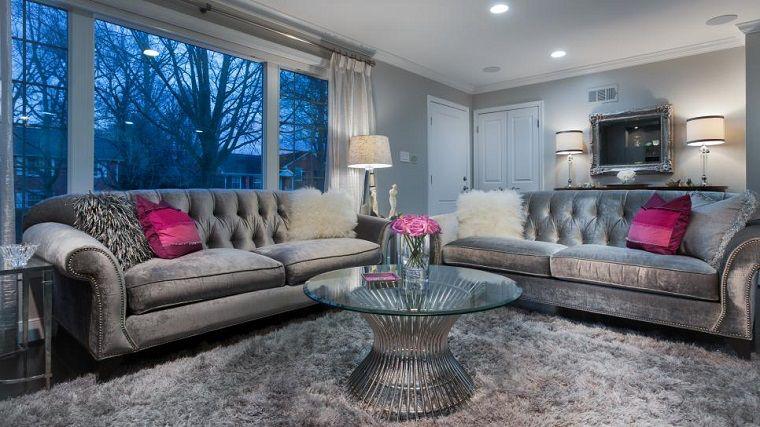 Imagen de http://casaydiseno.com/wp-content/uploads/2015/08/salon-pequeno-moderno-sofa-terciopelo-gris-mesa-redonda.jpeg.