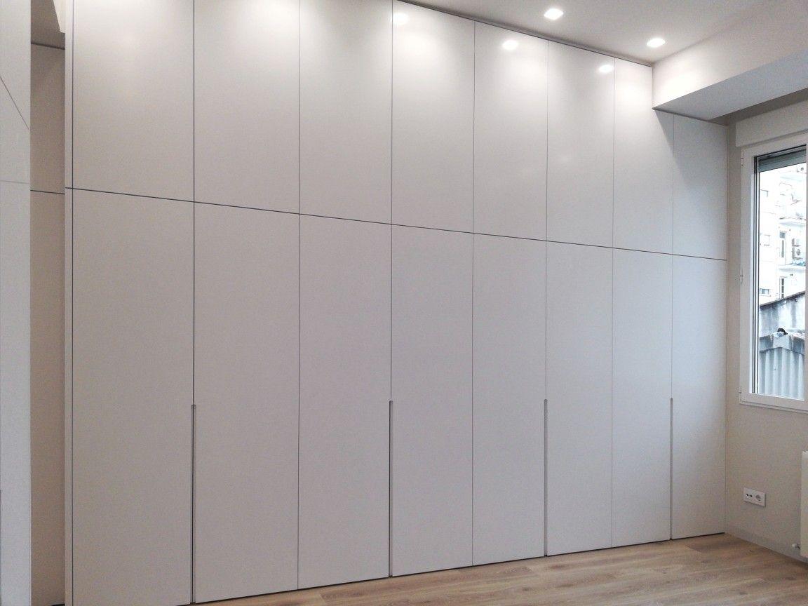 Armario A Medida Con Puertas De Suelo A Techo Carpinteria De