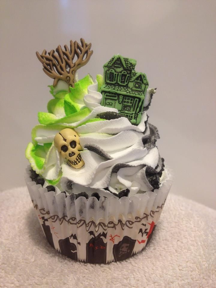 Scary Cupcake sweets scary cupcake halloween food decorate bake - halloween ideas party