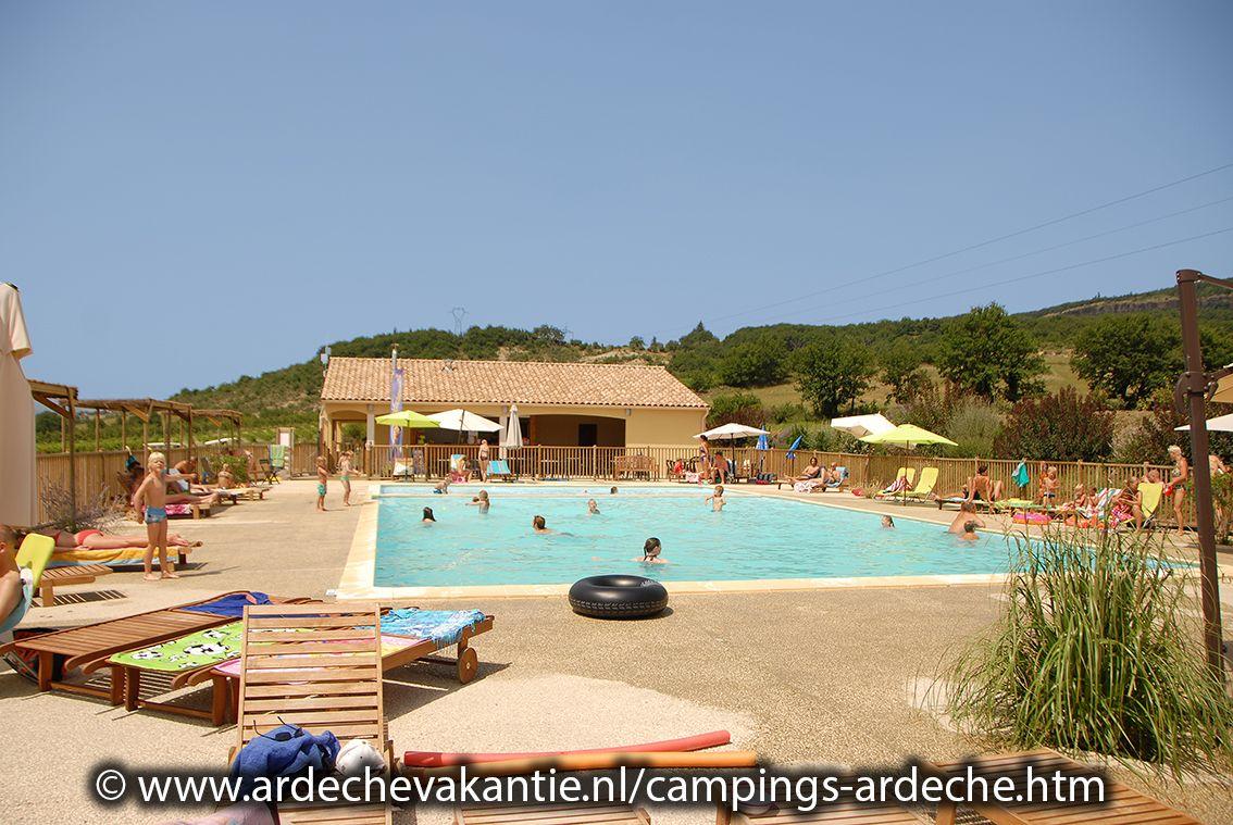 Camping in de Ardeche met zwembad, met of zonder glijbaan? U vindt ze op: http://www.ardechevakantie.nl/campings-ardeche.htm