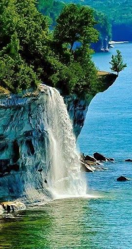 Spray Falls ~ Pictured Rocks National Lakeshore, between Munising and Grand…