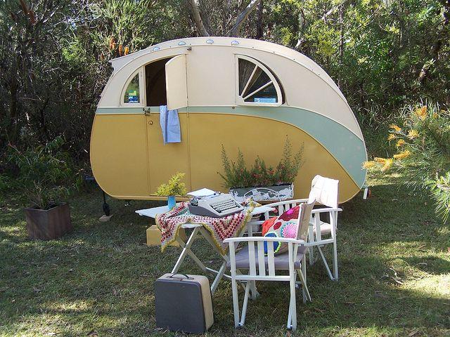 die besten 25 retro wohnwagen ideen auf pinterest jahrgang wohnwagen interieur caravan und. Black Bedroom Furniture Sets. Home Design Ideas