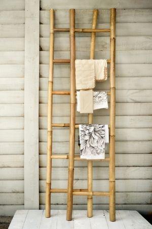 Escalera de bamboo. Ideal para colgar toallas!!