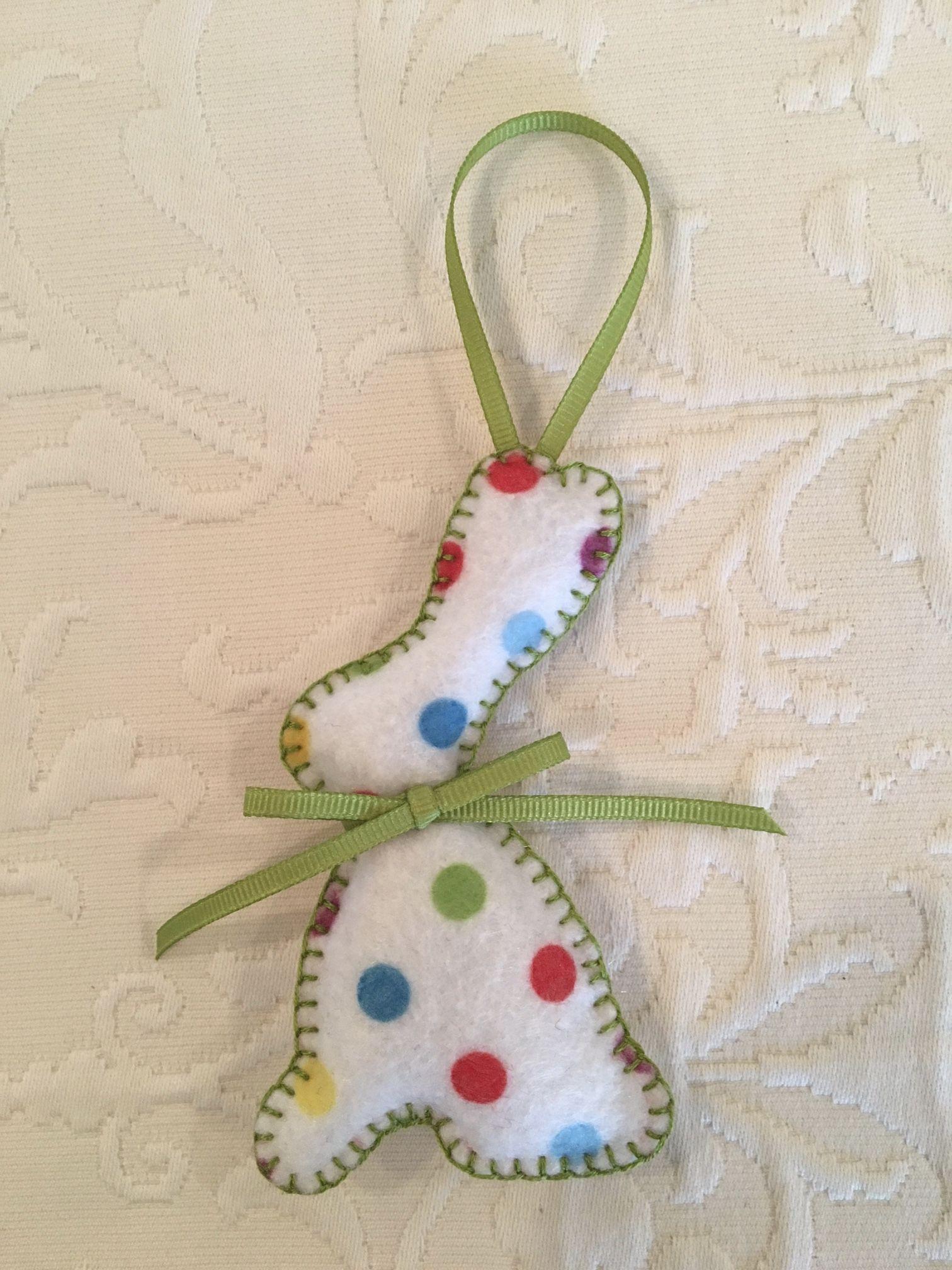 Felt crafts, felt ornament, bunny, bunny felt, rabbit, rabbit felt, Easter, made by Janis