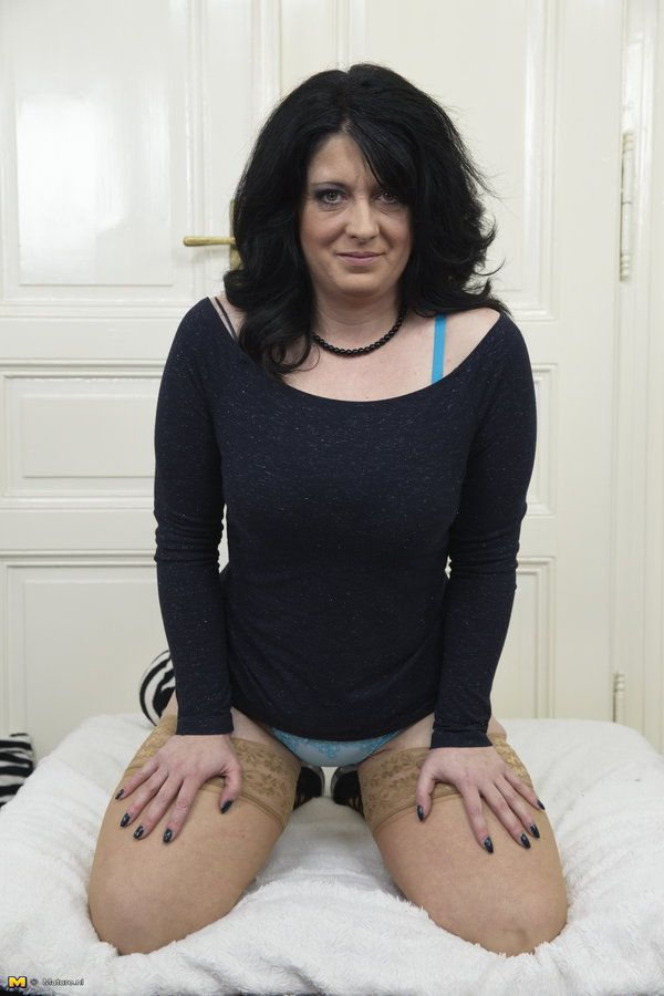 nederland single mature ladies 495 dutch mature free videos found on xvideos for this search.