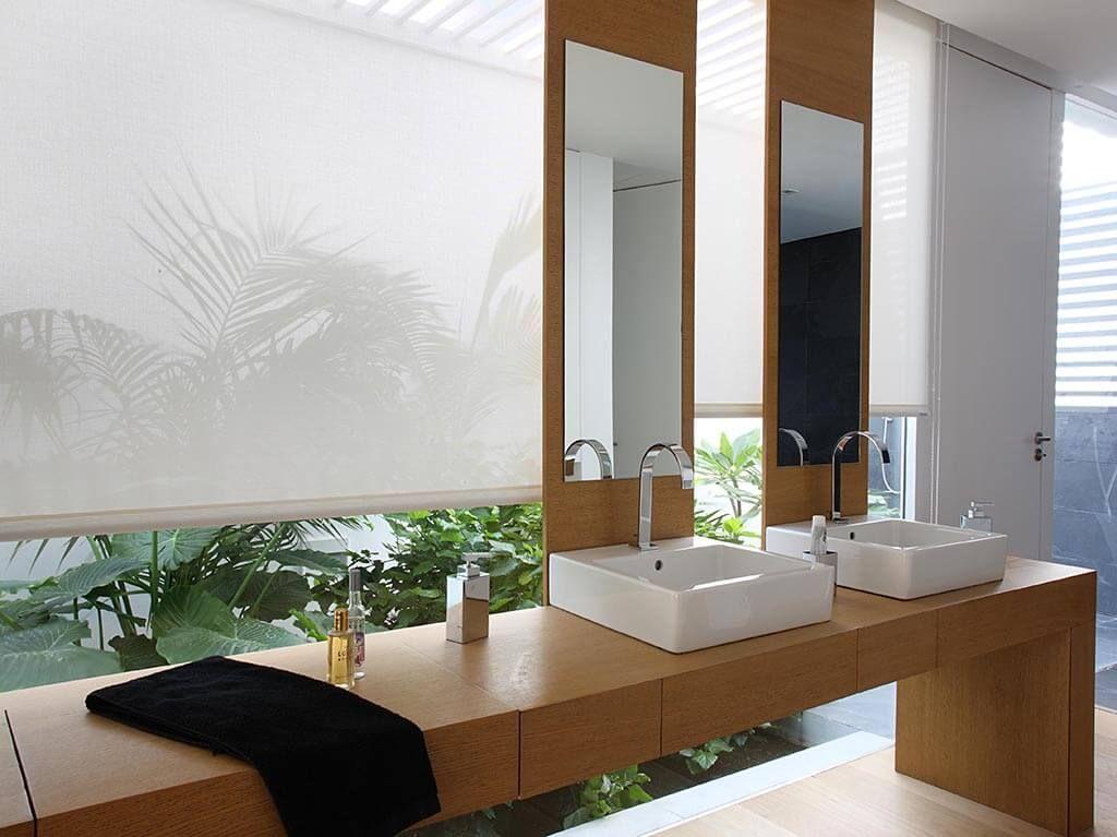 Badezimmer Rollos In 2020 Badezimmer Ohne Fenster Badezimmer Rollos