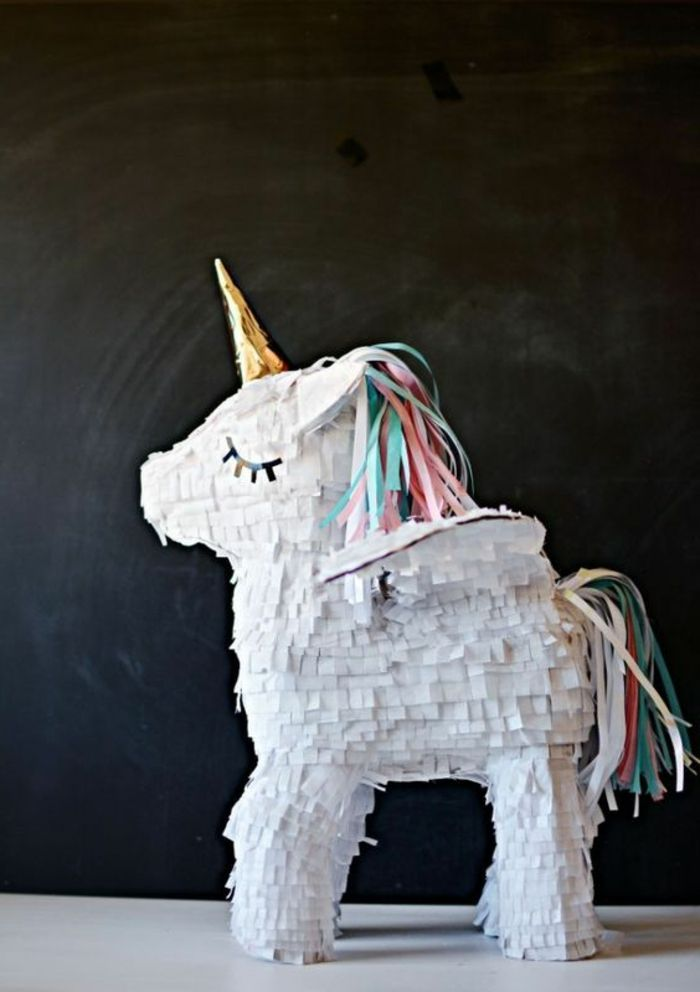 pinata basteln einhorn aus pappe wei e servietten buntes papier diy ideen f r kinder pinterest. Black Bedroom Furniture Sets. Home Design Ideas