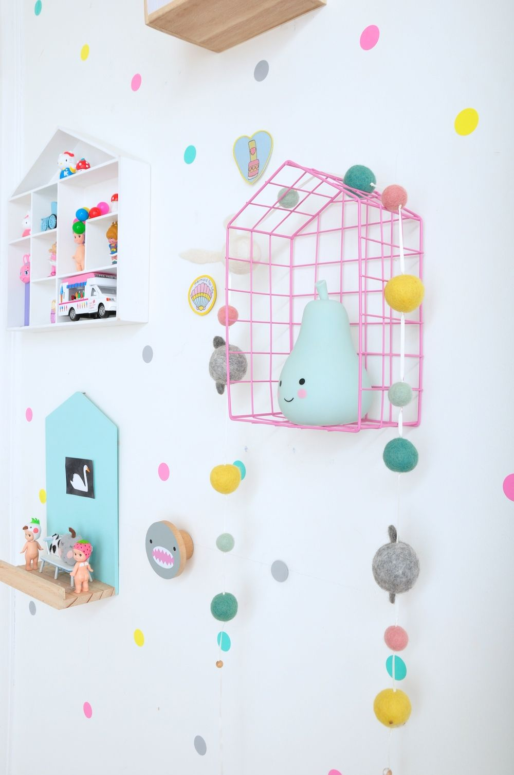 Rabbit and sons house shelf confetti wall sticker kids for Sticker habitacion infantil