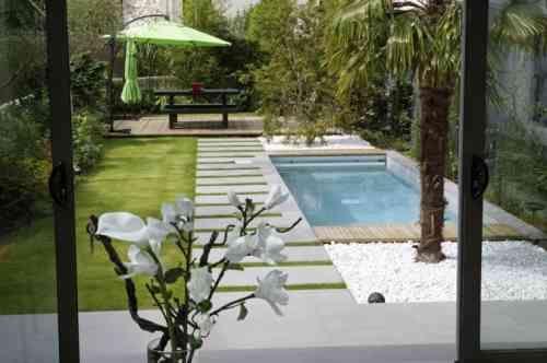 Petit Jardin Avec Piscine Pour Un Ete Rafraichissant Modele De