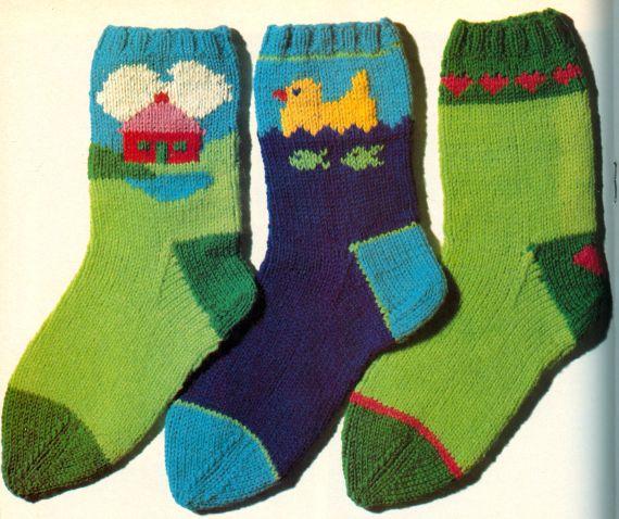 FREE Kids Socks Knitting Pattern - Mönster på stickade barnstrumpor med  motiv 1a53075d75d4a