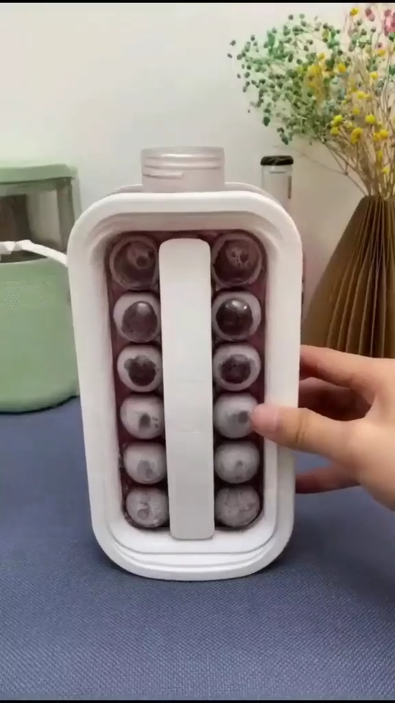 kitchen gadgets Ice cube maker