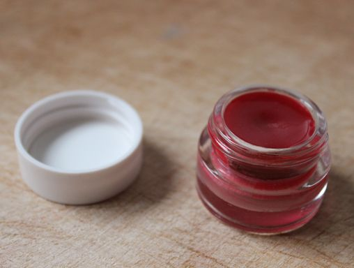 Recipe for #vegan homemade lip gloss and lip balm with free #printables for gifting! http://www.yumuniverse.com/2012/12/15/natural-alkanet-root-lip-gloss-cheek-stain/