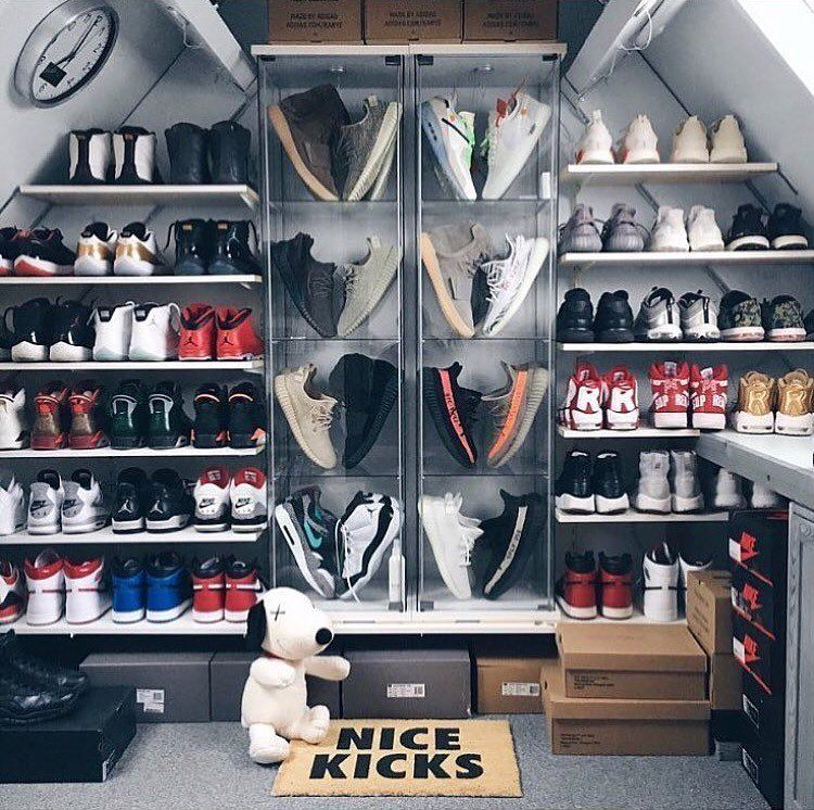 Pin By Avejan Sinsamut On Shoe Storage Sneakerhead Room Shoe Room Hypebeast Room