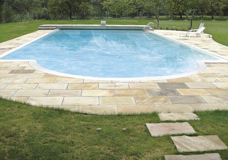 Pavimenti in pietra naturale pavimenti in vera pietra for Piastrelle per interno piscina