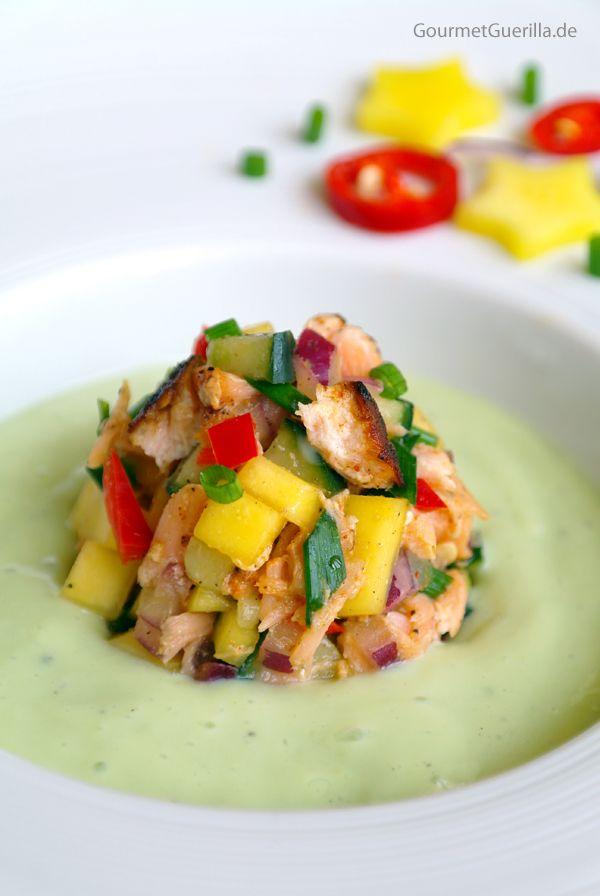 Bone Suckin´ Lachs-Salsa in Avokado-Buttermilch-Kaltschale #gourmetguerilla #rezept #sommer #suppe