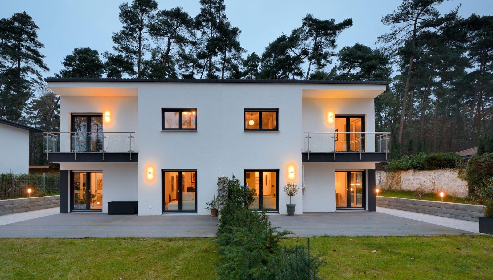 doppelhaus mal anders fertighaus weiss zusammen und doch jeder f r sich weiss h user. Black Bedroom Furniture Sets. Home Design Ideas