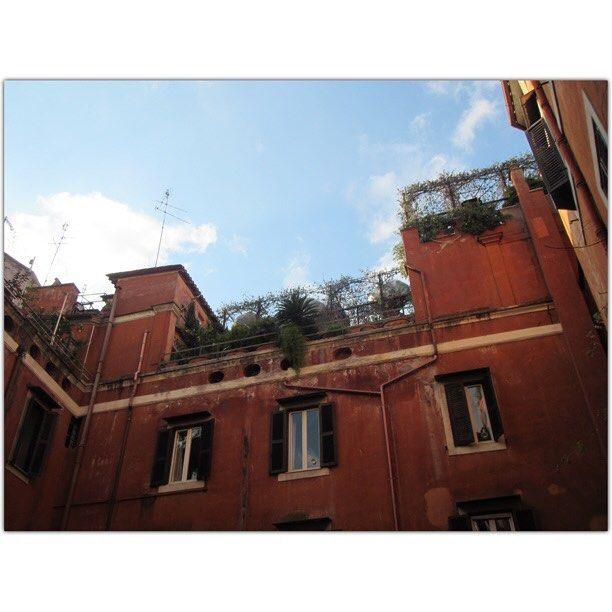 the backyards are wonderful #roma #rome #italia #italy #vienna #austria #GegenHassImNetz #aufstehn #igers #igersvienna #igersaustria #discoveraustria #igersoftheday #ig_vienna #picoftheday #instagood #photooftheday #travelshoteu