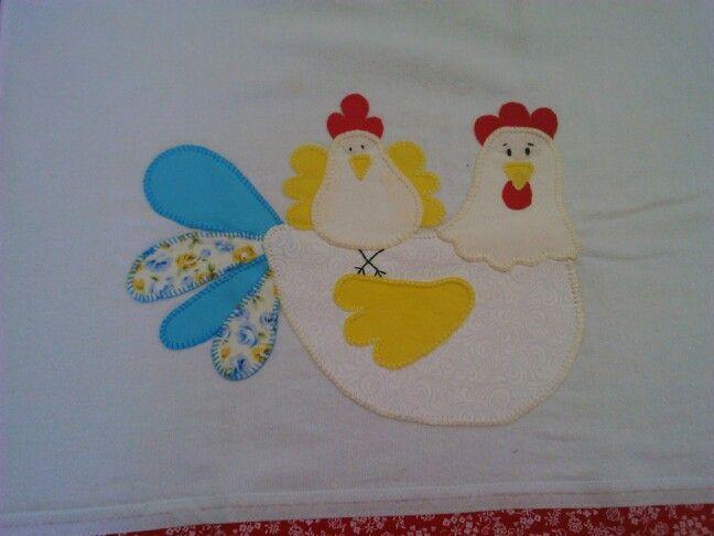 Pano de prato com galinha e um filhote.  Patchcolagem
