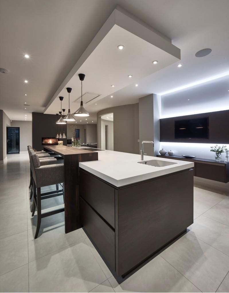 A unique seating detail in a SieMatic kitchen by Grid Thirteen in ...