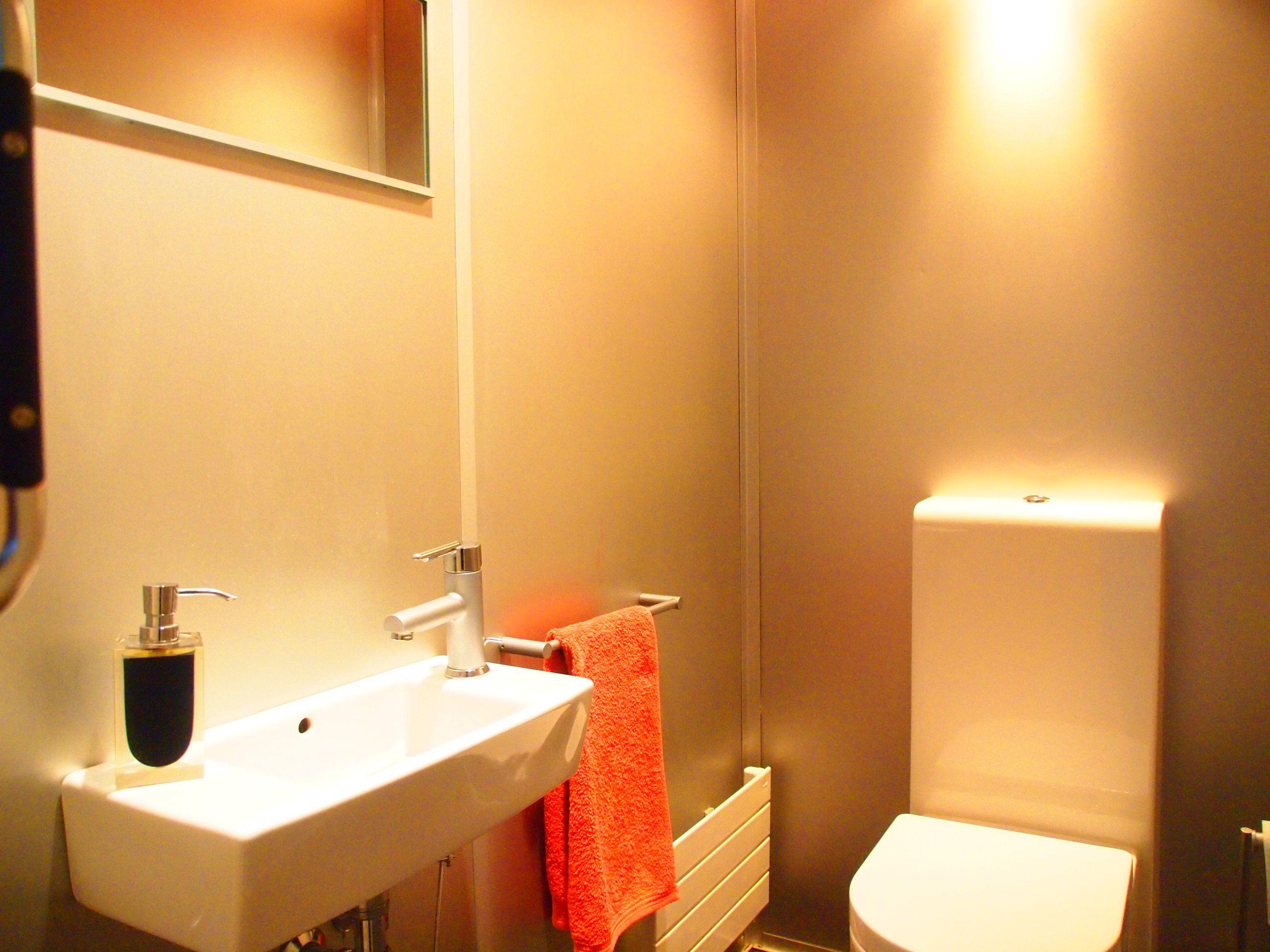 Dormitorio principal (11,4 m2), con vestidor independiente (7 m2) y baño incorporado (5,3 m2, con ducha y exterior). Duplex Venta, Ondarreta, Donostia. Inmobiliaria Araxes - 943 211 022 - 696 497 566. Ref: D31608 www.araxes.es social@araxes.es