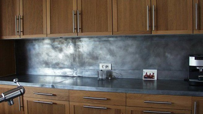 cuisine  crédence en zinc Pourquoi pas ? pour la maison de - fixer plan de travail cuisine