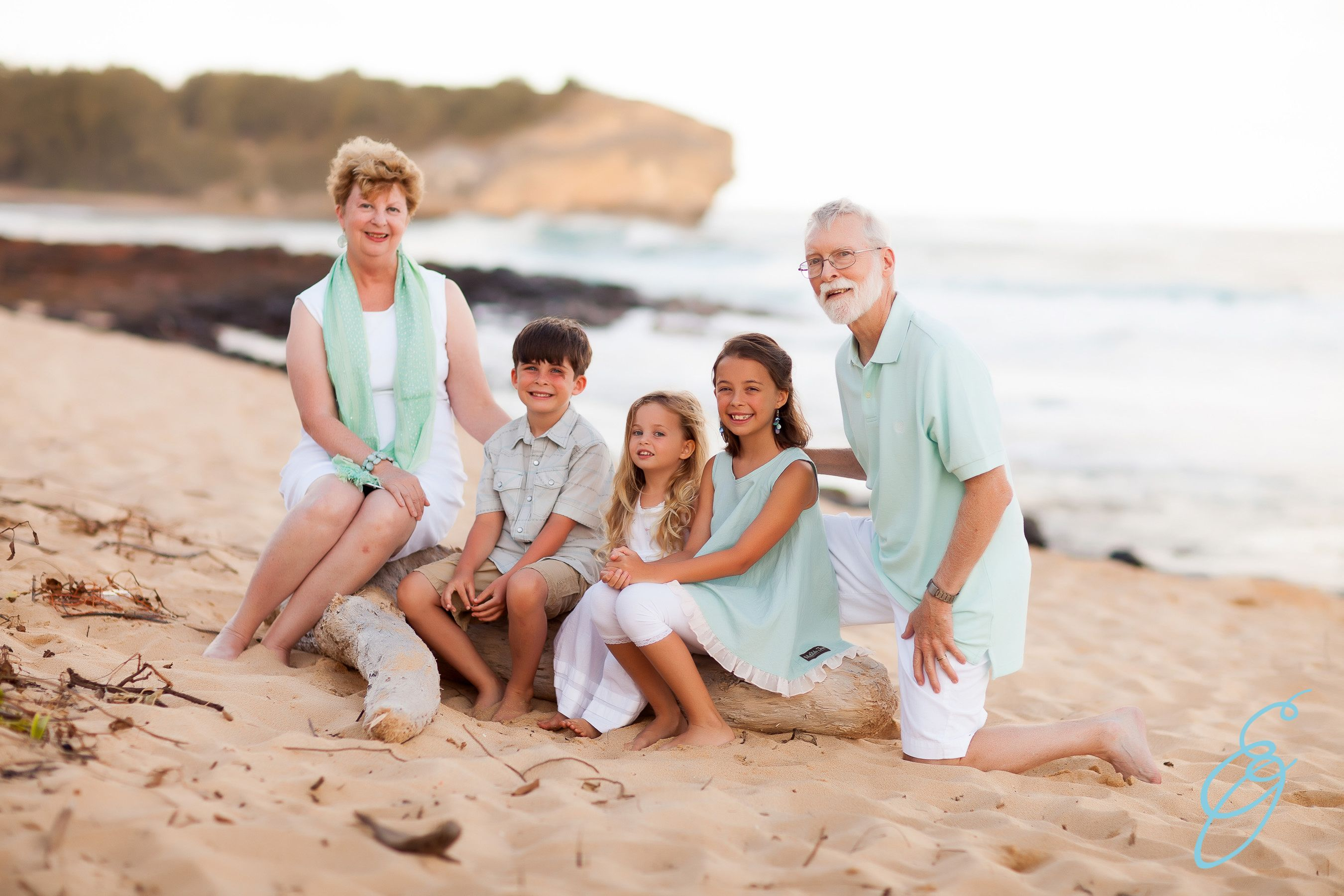 Hawaii Kaua Ca Bbi Beach Family Portraits Outfit Ideas Beach Photos Aquamarine And