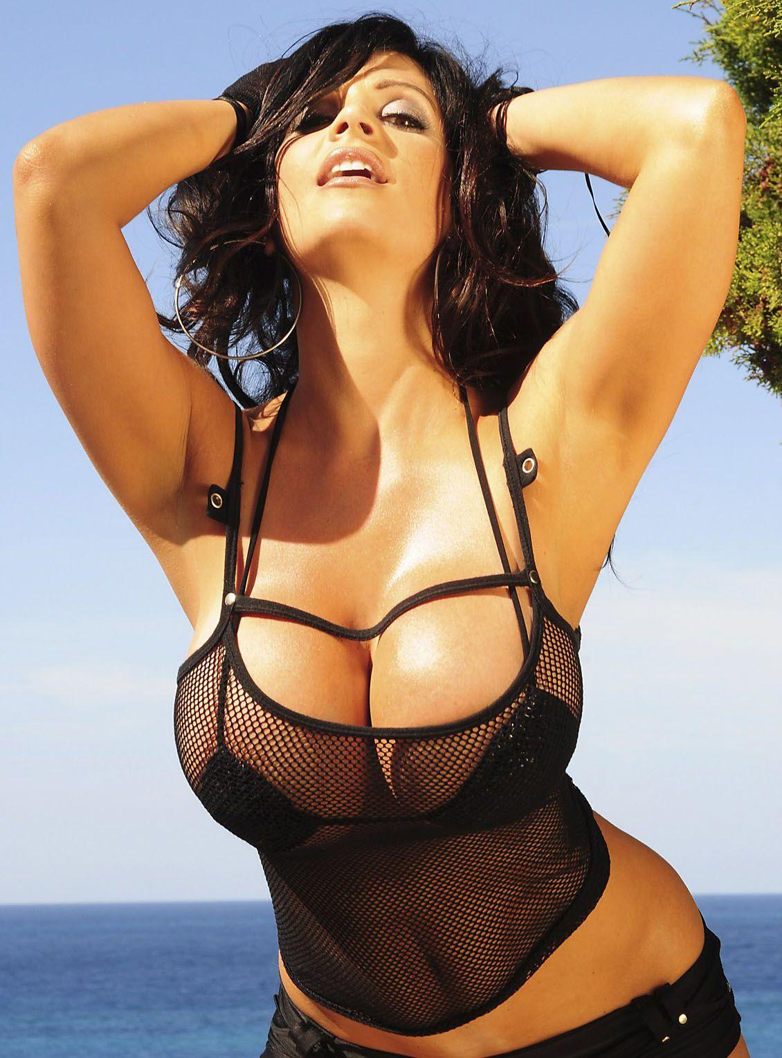 denis milani has hottttt curves!