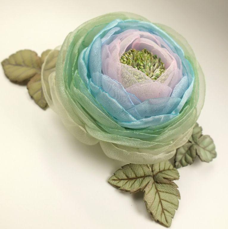 Купить Долина Радужной Розы. Брошь с цветами из ткани и натуральной кожи - светло-зеленый, цветок