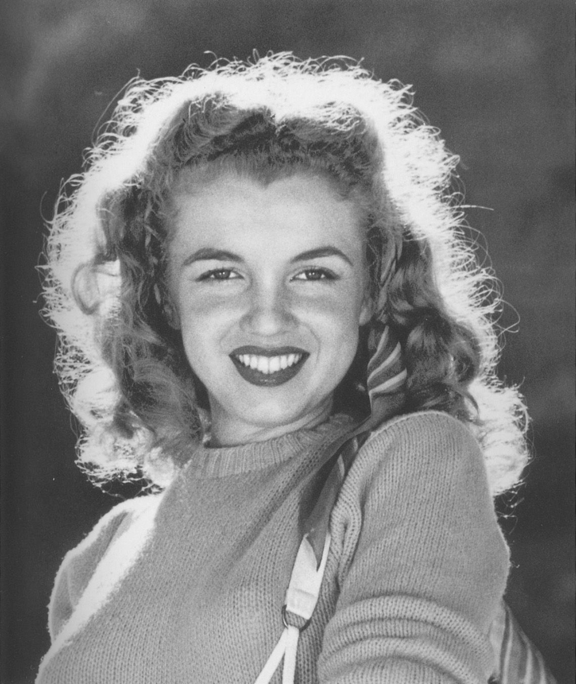1945 Beach Sitting - Green Sweater - Norma Jeane Par Andr -8010
