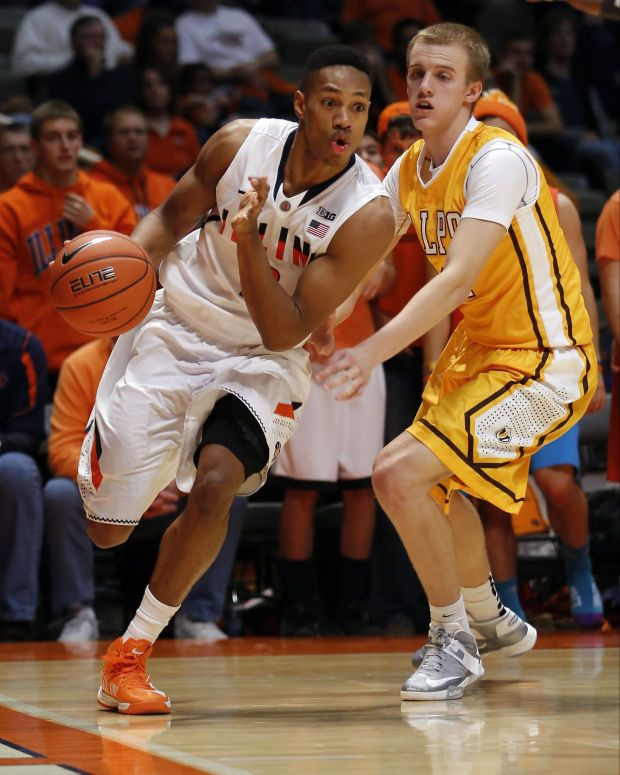 Joseph Bertrand Had A Somewhat Quiet 14 Points And Six Rebounds Hitting Two Of His Three Treys Basketball Shoes For Men Illini Basketball Illinois Basketball
