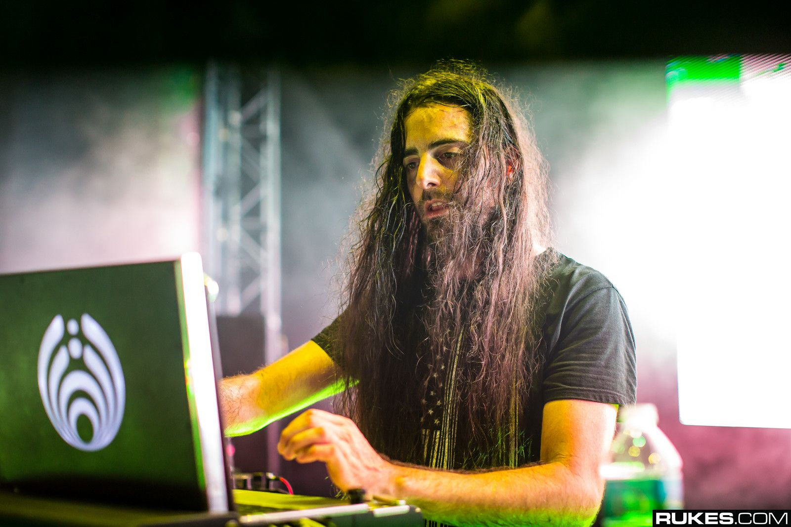 Bassnectar Talks About His Youth, First Song http://www.edmsauce.com/2015/01/22/bassnectar-talks-youth-first-tracks-90s-sound-inspiration/