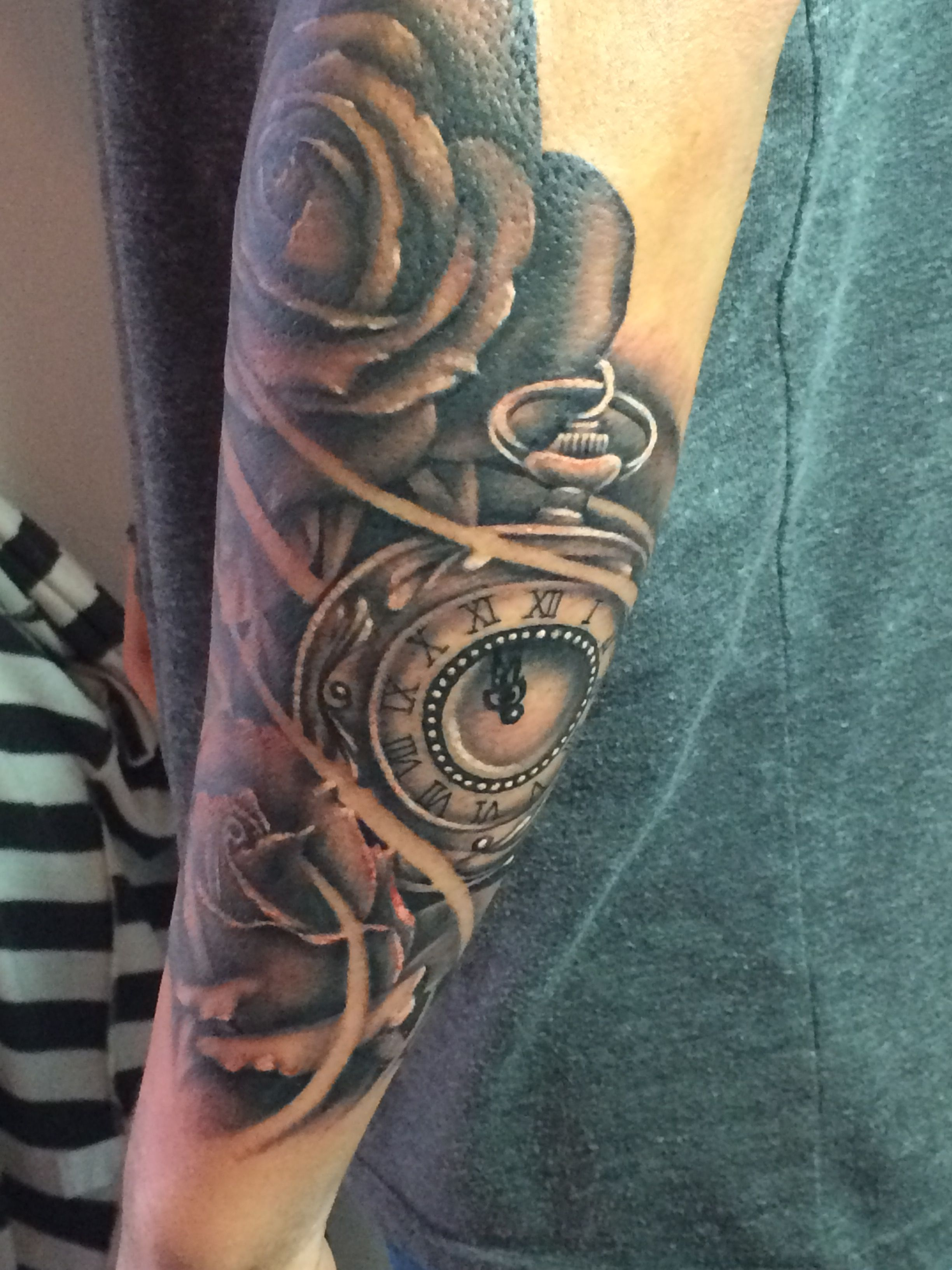 Tattoo Trends - Creative Howling Tribal Wolf Moon Male Upper Arm...