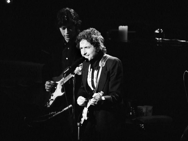 Bob Dylan He Received The Nobel Prize In Literature In 2016 And The Presidential Medal Of Freedom In 2012 His 2 Songs Lik Led Zeppelin Zeppelin Album Sales